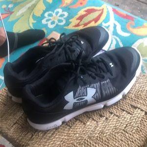 Under Armour men's tennis shoes SZ 13
